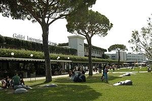 Pisa International Airport - Image: Международный аэропорт Галилео Галилей, город Пиза, Италия