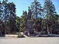 Памятник В.И. Ленинуперед входом в парк.JPG