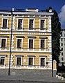 Фрагмент фасаду у стилі класицизму.jpg