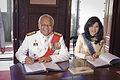 คณะรัฐมนตรีลงนามถวายพระพรชัยมงคลเนื่องในวันเฉลิมพระชนม - Flickr - Abhisit Vejjajiva.jpg