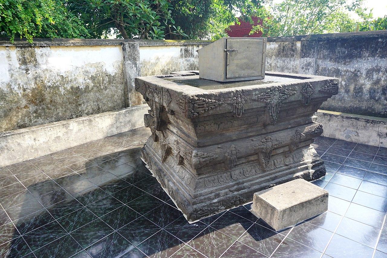 023 Queen's Tomb, Petilasan Tri Buana Tungga Dewi (39738093454).jpg