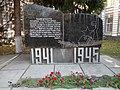 1. Пам'ятний знак на честь загиблих в роки Великої Вітчизняної війни співробітників НДІ туберкульозу і грудної хірургії.JPG