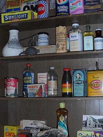 14 Henrietta Street - Image: 14 Henrietta Street shelves