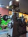 153 Museu d'Història de Catalunya, motor hidràulic.JPG