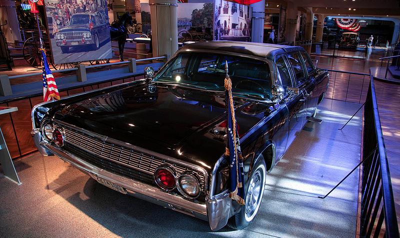 File:1961 Lincoln model 74A.jpg