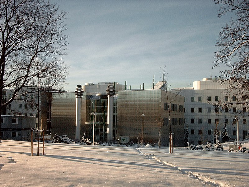 File:2003-01-24 Uni Tampere Pinni Building.jpg
