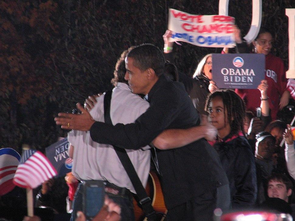 20081102 Bruce Springsteen and Barack Obama hug