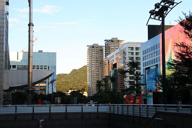 File:2010 07 22380 6976 Xinyi District, Taipei, Buildings, Taipei 101, Streets in Taipei, Taiwan.JPG