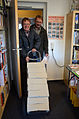 2015-10-01 Postversand im Team beim Freundeskreis Hannover, (01) Karsten und Jens Klein, Druckerei und Verlag Joh. Dieckmann.jpg
