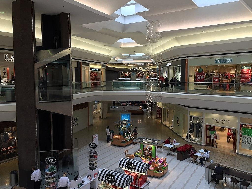 File 2016 11 29 13 20 46 Interior Of The Fair Oaks Mall In