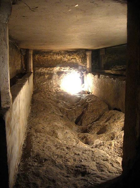 File:4972-20080122-0741UTC--jerusalem-mary-sarcophagus.jpg