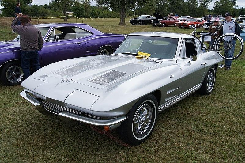 File:63 Chevrolet Corvette StingRay & 59 Schwinn Corvette (9678146440).jpg