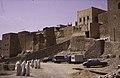 ASC Leiden - van Achterberg Collection - 13 - 18 - Sept femmes voilées de blanc au pied du village - Ghardaïa, Mzab, Algérie - Avril-mai 1981.jpg