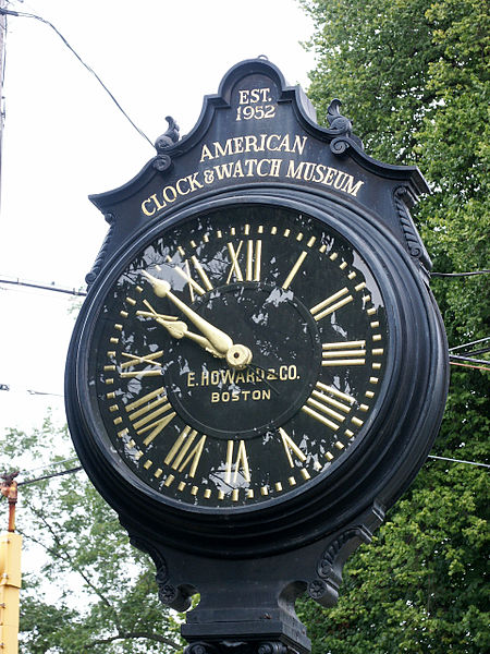 File:AWCM Streetclock Howard-06.09.2007.JPG