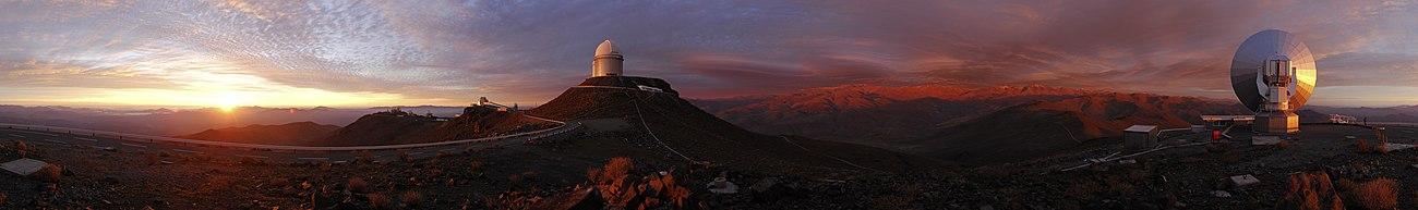 Закат над обсерваторией Ла-Силья (южная часть пустыни Атакама)