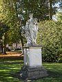 Abbaye de Chaalis Parc statue 1.JPG