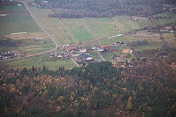Helikopterbillede over Gunnesby har set fra sydøst.