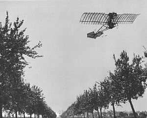 Alberto Santos Dumont flying the Demoiselle (1909).jpg