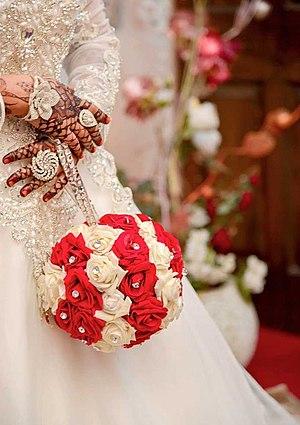 Arab wedding - An Arab bride a basic, hand-tied rose bouquet, on her hands henna