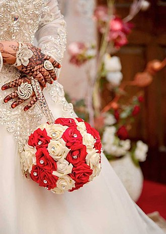 Arab wedding - An Arab bride a basic, hand-tied rose bouquet, on her hands henna
