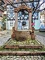 Ancien puits, près de l'église Sainte-Foy.jpg