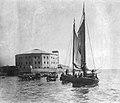 Archivo General de la Nación Argentina 1875 aprox Buenos Aires, antiguo panorama de Retiro, devenido Hotel de Inmigrantes, visto desde el río.jpg