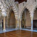 Arquerías en el Palacio de la Aljafería (Zaragoza).jpg