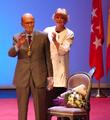 Arsenio Lope Huerta y Pilar Revilla Bel (RPS 27-02-2020) acto entrega medalla de oro de la ciudad de Alcalá de Henares, saludo.png