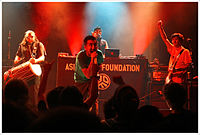 Asian Dub Foundation zuzenean.