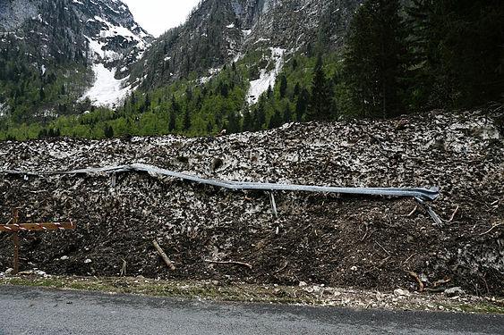 Avalance and crash barrier Slovenija.jpg
