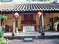 Bên trong đền thờ họ Mạc.jpg