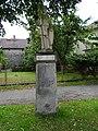 Březina (MB), socha na podstavci.jpg