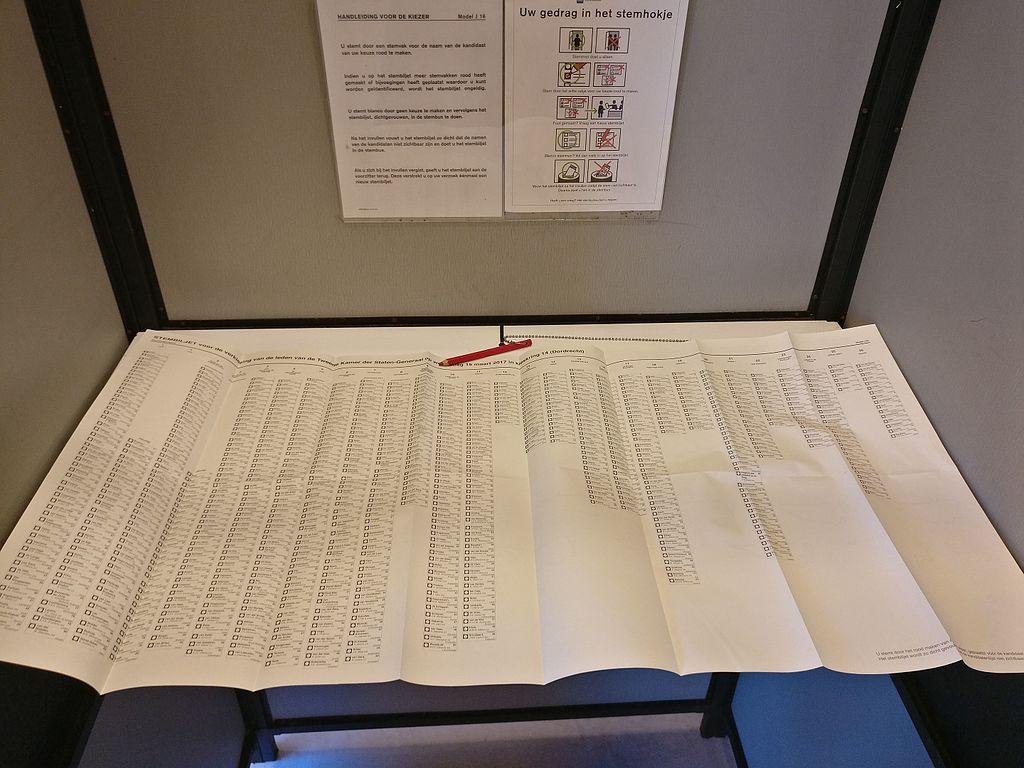 Stimmzettel zur Parlamentswahl in den Niederlanden 2017 (Photo von 1Veertje in Wikimedia eingestellt)