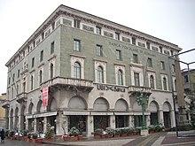La sede storica della Banca Popolare di Bergamo in piazza Vittorio Veneto.