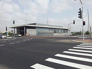 Bat Yam-Komemiyut railway station - Image: Bat Yam Komemiyut Railway Station 05