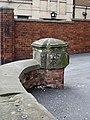 Bench mark, Registry Office wall - geograph.org.uk - 1111174.jpg