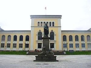 Wilhelm Frimann Koren Christie - Statue of Wilhelm F. K. Christie at Bergen Museum