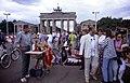 Berlin-Russenmarkt-02-Brandenburger Tor-1993-gje.jpg