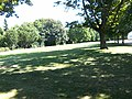Berlin-sowjetisches-ehrenmal-tiergarten-grasfläche-west-ost.JPG