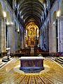 Besancon Cathédrale St. Jean Innen Langhaus West 1.jpg