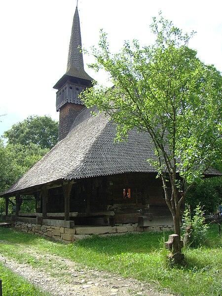 Fișier:Biserica de lemn din Lăpus (35).JPG