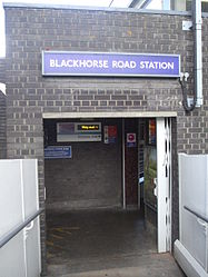 Blackhorse Road stn access from Overground to Underground.JPG