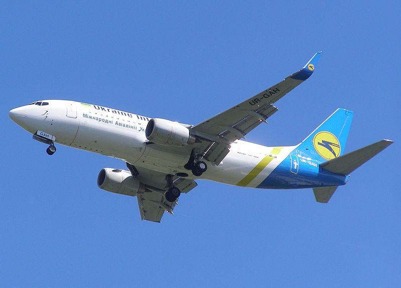 File:Boeing737-ur-gah.jpg