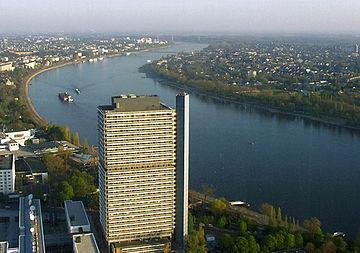 «Временной столицей» ФРГ был специально выбран Бонн[20]