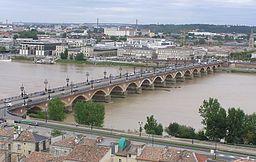 Bordeaux Pont de Pierre vu depuis la flèche Saint Michel.JPG