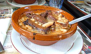 English: A bowl of cassoulet that I had in Car...