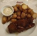 Brasserie Georges (Lyon) - Pied de cochon pané, sauce tartare et pommes persillées (juil 2019).jpg