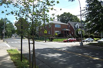 Briarwood, Queens - A residential intersection in Briarwood, 85th Avenue and 150th Street
