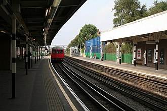 Bromley-by-Bow tube station - Image: Bromley by Bow station geograph.org.uk 968804