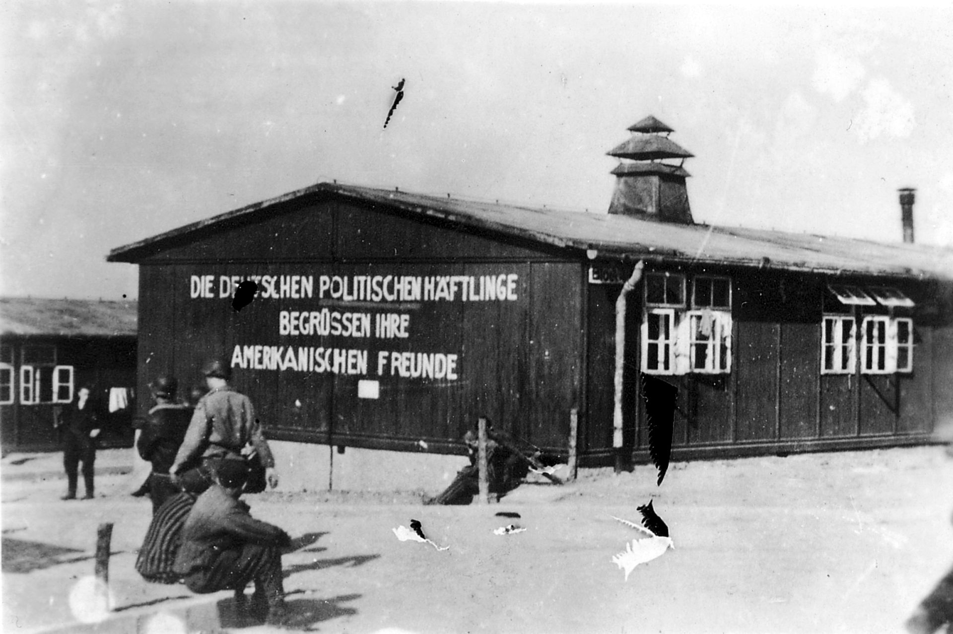 https://upload.wikimedia.org/wikipedia/commons/thumb/9/9b/Buchenwald-J-Rouard-01.jpg/1920px-Buchenwald-J-Rouard-01.jpg